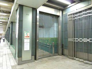 新宿西口動く歩道2_640.jpg