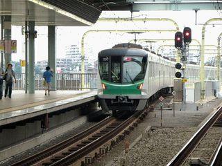 東京メトロ千代田線16000系_640.jpg