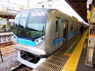 東西線05系new・つり目の斬新なデザイン・中野区_640.jpg