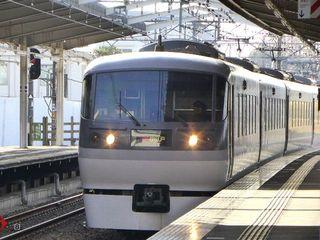 西武鉄道・特急ニューレッドアロー10000系_640.jpg
