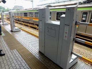 拝島駅ホームドア_640.jpg