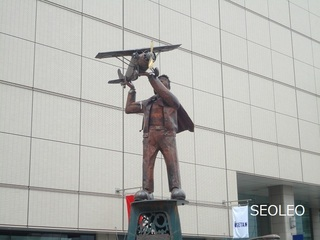立川・銅像_640.jpg