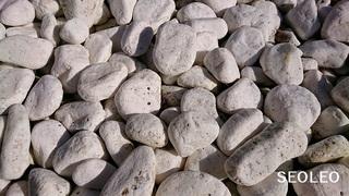 白い石1_640.jpg